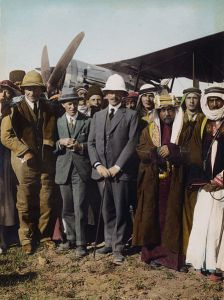 447px-Flickr_-_…trialsanderrors_-_On_the_Aerodrome_at_Amman,_T.E._Lawrence,_Sir_Herbert_Samuel,_Amir_Abdullah,_April,_1921