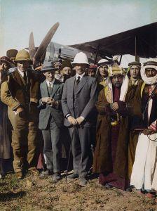 447px-Flickr_-_…trialsanderrors_-_On_the_Aerodrome_at_Amman,_T.E._Lawrence,_Sir_Herbert_Samuel,_Amir_Abdullah,_April,_1921